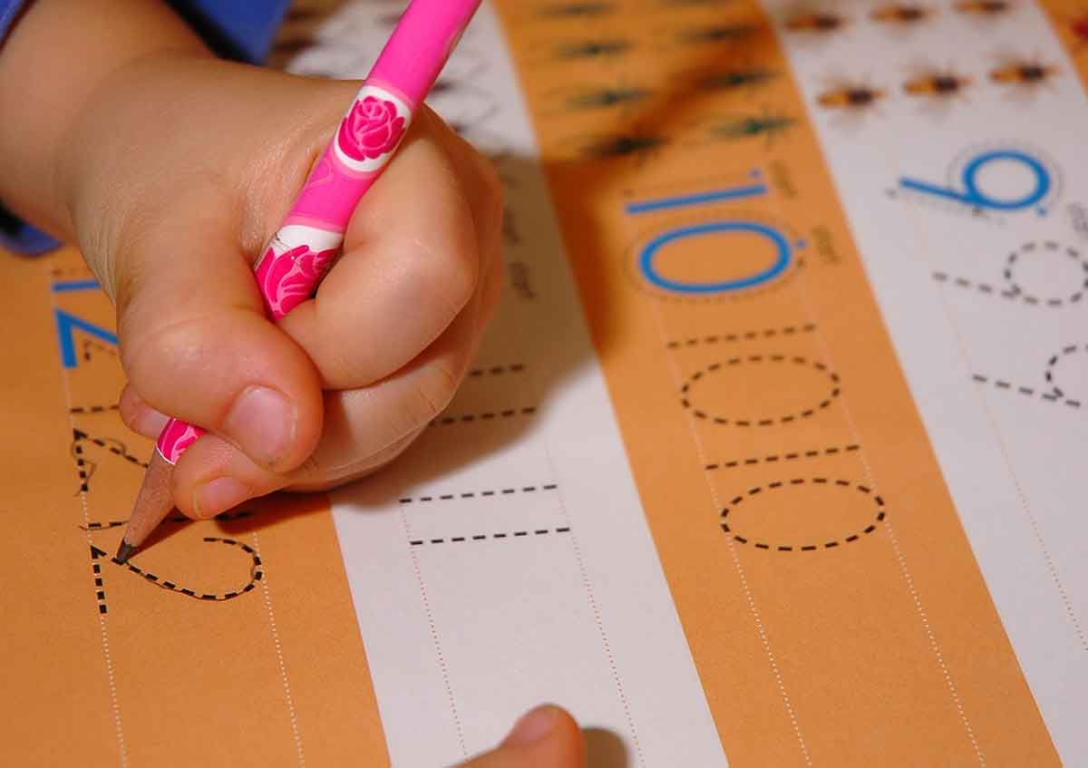 Linkshänder lernt schreiben